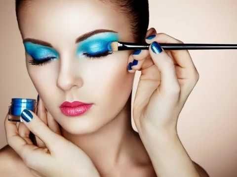 Beauty Trend Blauer Lidschatten