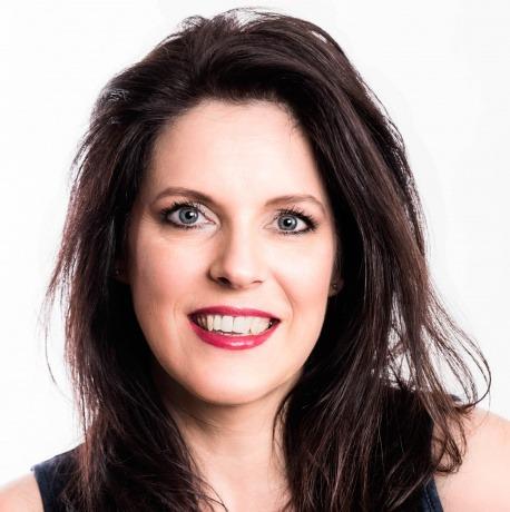 Gabriela Hajek-Renner von der Austria's Make-up School