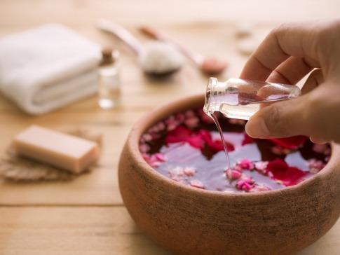 duftende Pflanzen und Öle für die Aromapflege