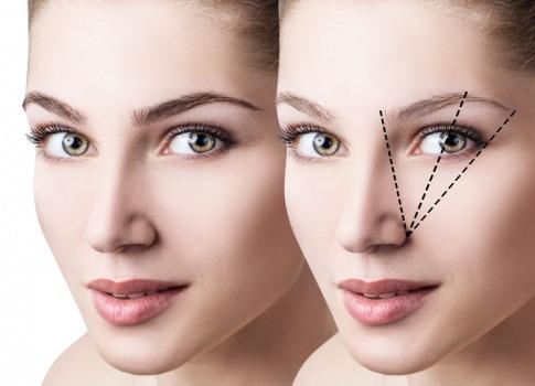 Die Augenbrauenform einer Frau kann in drei Schritten bestimmt werden