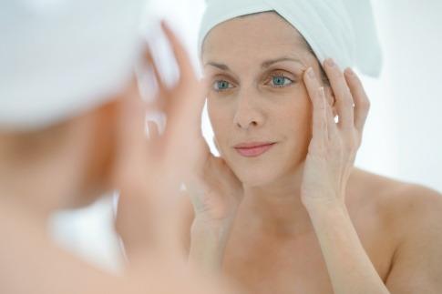 Augencreme pflegt die dünne Haut um die Augen