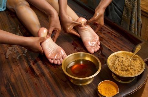 Ayurvedische Fußmassagebehandlung