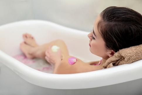 Entspannung durch den Badezusatz Kräuter