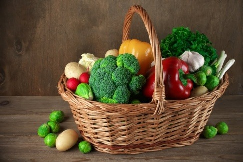 Gemüse und Obst wirken basisch auf unseren Körper.