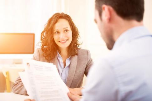 Frau in einem Bewerbungsgespräch