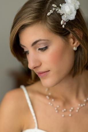 Eine Braut wird geschminkt