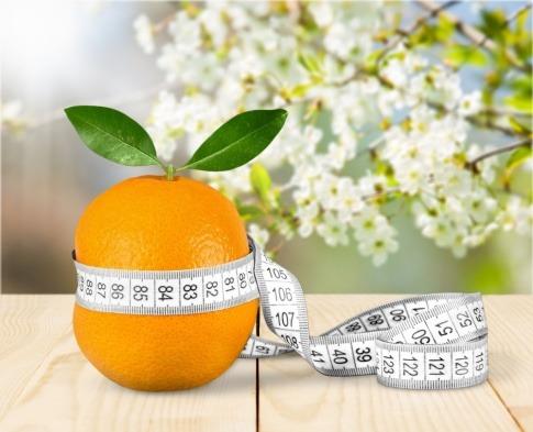 Orange mit Maßband