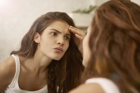 Was tun gegen fettige Haut und große Poren