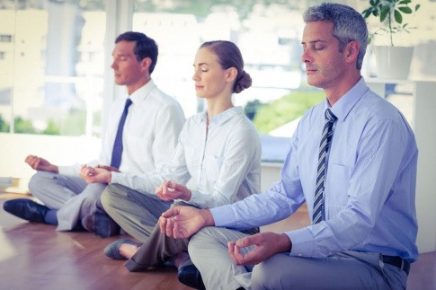 Gruppe beim Meditieren