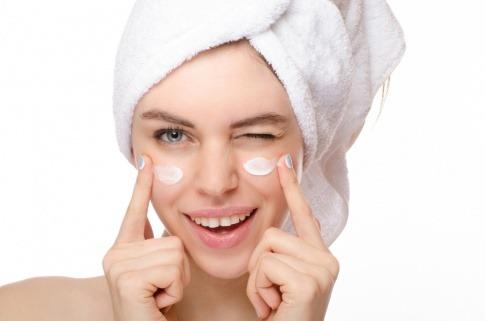 Basische Hautpflege schützt die Haut vor Übersäuerung