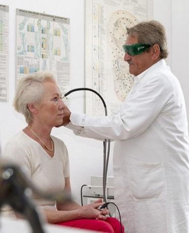 Gewicht abnehmen durch Laserakupunktur