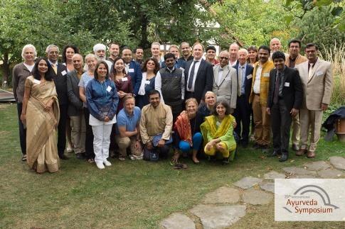 Die Referenten des Ayurveda Symposiums 2018 stehen als Gruppe zusammen