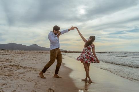 Ein Mann und eine Frau haben eine harmonische Partnerschaft oder Freundschaft