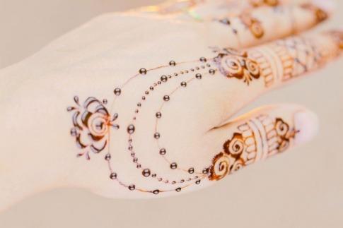 Henna Bemalung mit filigranem Muster