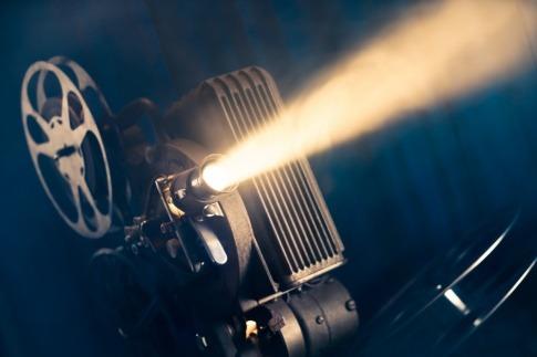 Eine Kamera zeigt einen Film