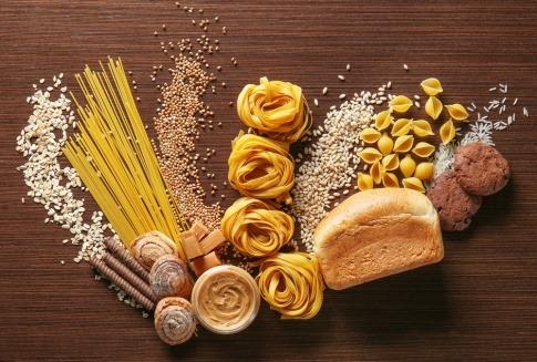 Nudeln, Brot Getreide auf einem Tisch