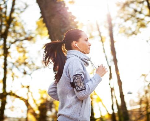 Eine Frau läuft