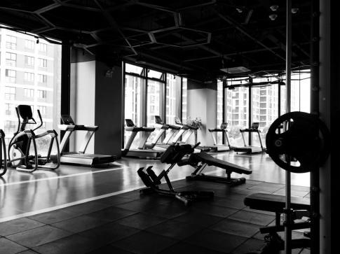 Ein Fitnessstudio ist wegen dem Lockdown leer
