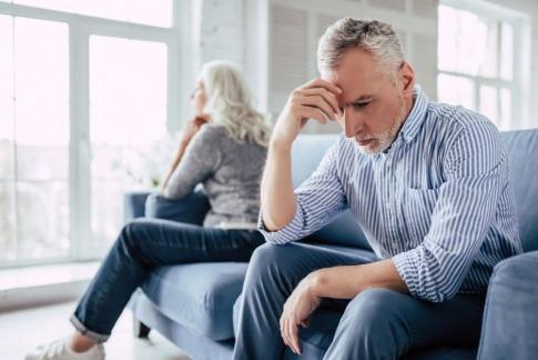 Ein Mann und eine Frau haben Beziehungsprobleme