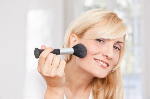 Make-up Naturkosmetik deckt Unreinheiten perfekt ab