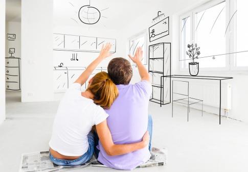 Ein Paar plant ein Haus