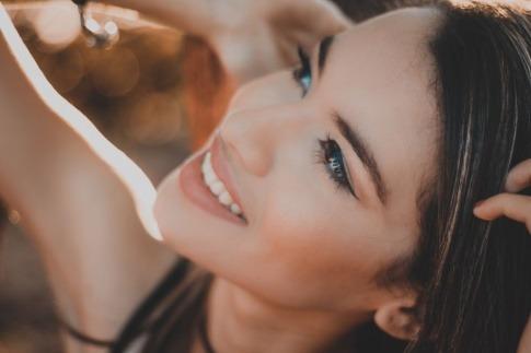 Frau mit schöner Haut durch Antioxidantien