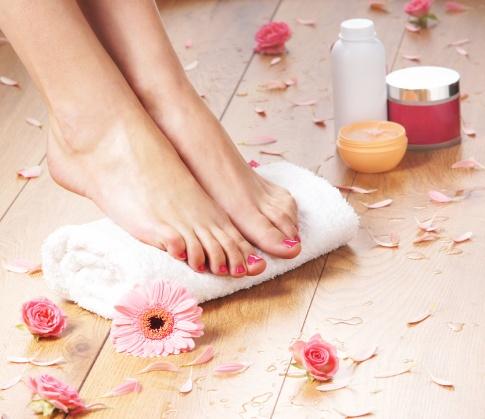 Auch in Sachen Fußpflege hat die Naturkosmetik einiges zu bieten