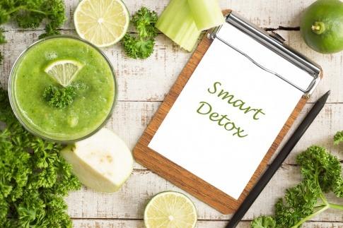 Auf einem Schild steht Smart Detox