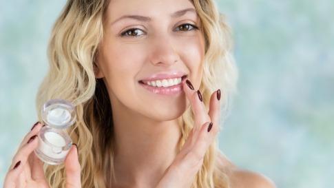 Sheabutter gegen spröde Lippen