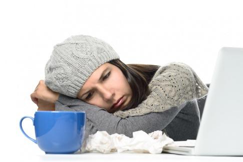 Eine Frau zeigt wegen Stress Mangelerscheinungen