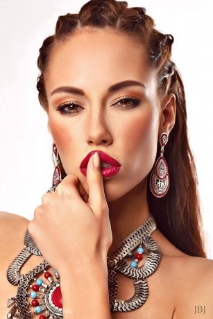 make up und Styling Trend kräftige Lippenfarbe