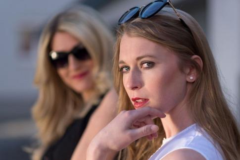 Frauen mit natürlichem Tages Make-up