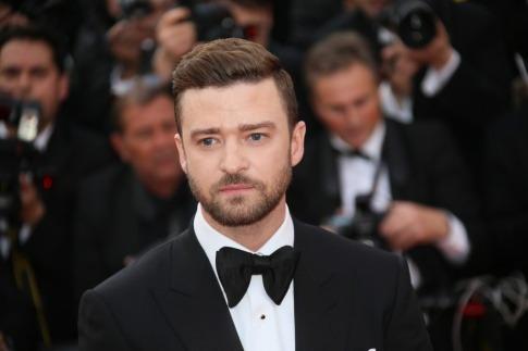 Justin Timberlake trägt eine Trendfrisur mit Seitenscheitel