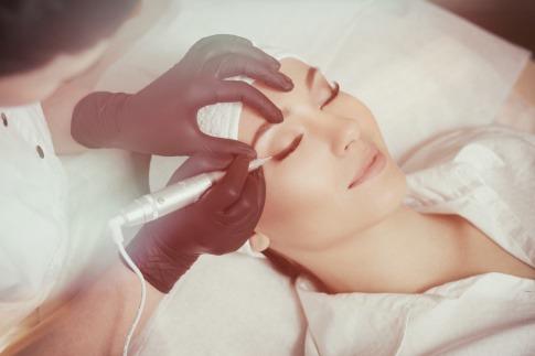Ein Bild zeigt was ist Permanent Make-up