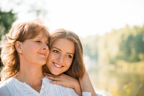 Zwei Frauen fragen sich was ist Psychogenetik?