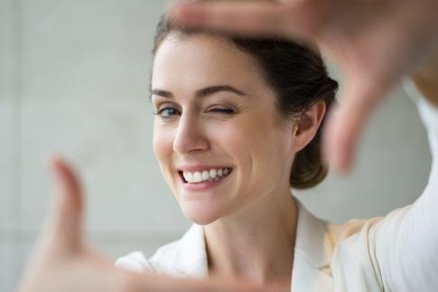 Attraktiv, erfolgreich und sogar intelligent - weiße Zähne bedeuten mehr als wir denken.