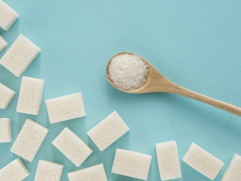 Zucker auf Löffel