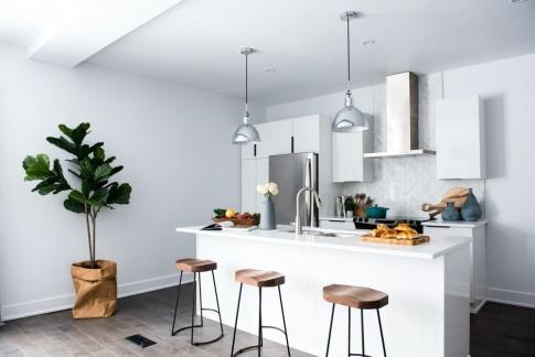 Eine moderne Küche wirkt ordentlich und gut strukturiert