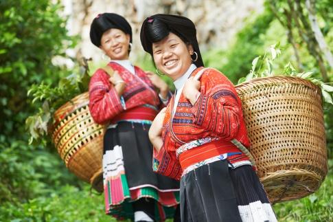 Zwei Frauen in Asien nach den Wechseljahren