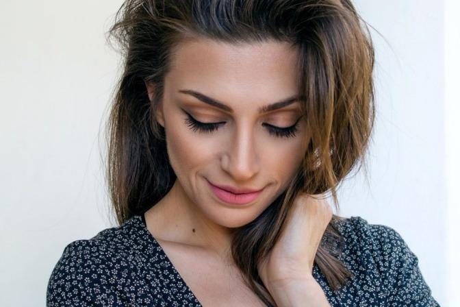 Frau mit schöner Haut durch rechtzeitiges Anti-Aging