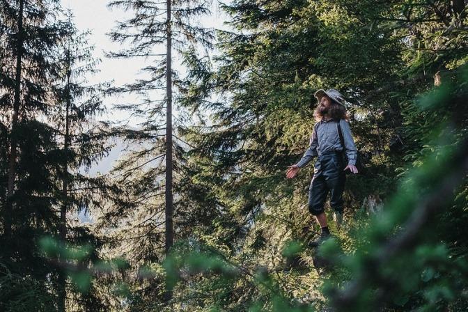 Naturmensch Alfred Silbergasser im Wald