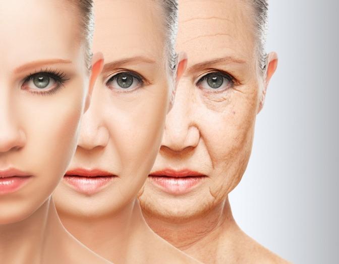 Der Alterungsprozess einer Frau im Gesicht ist in drei Schritten dokumentiert
