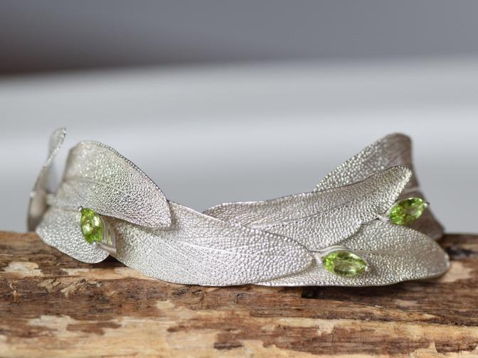 Armband in Form von Blättern