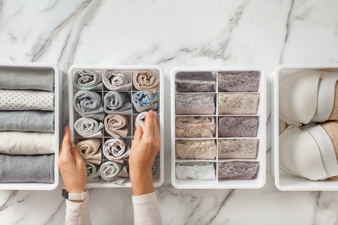 Unterwäsche wird sortiert und richtig aufbewahrt