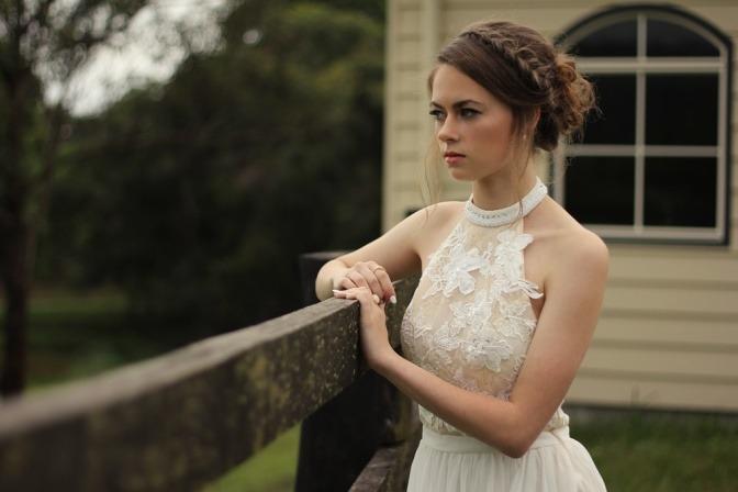 Hochsteckfrisur einer Braut