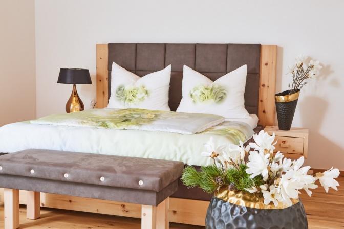 Doppelbett aus Zirbenholz