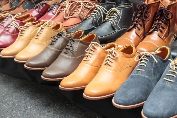 Auswahl an verschiedenen Schuhen
