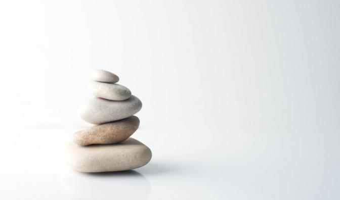 Steine zu einem Turm geschlichtet