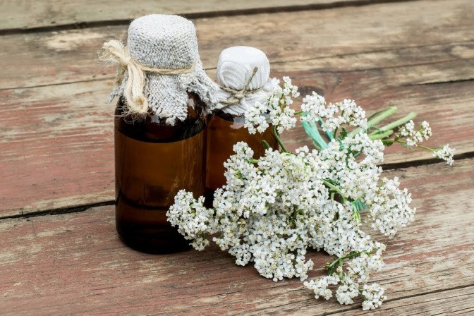 Pflanzliche Produkte wie Baldrian helfen unser Nervensystem zu stärken.