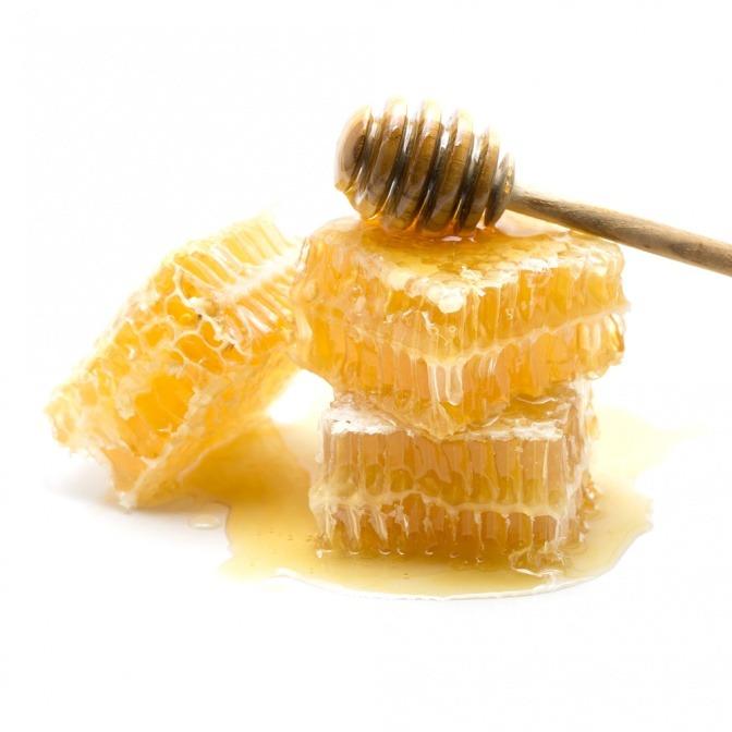 Bienenwachs ist aufgestapelt